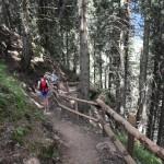 Rotsäckchen unterwegs im Märchenwald