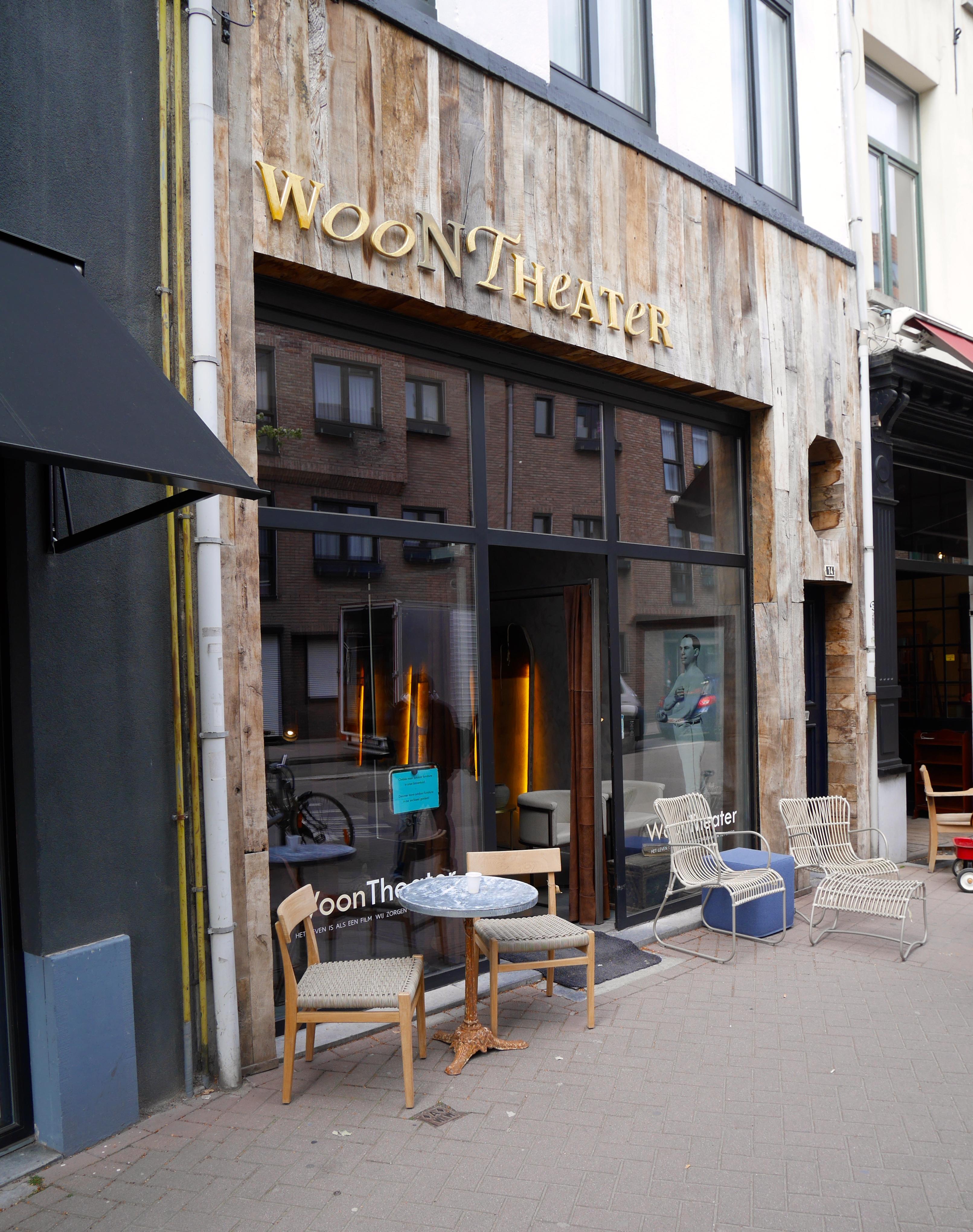 Das WoonTheater - einer der trendigen Möbelläden mit Loftcharakter.