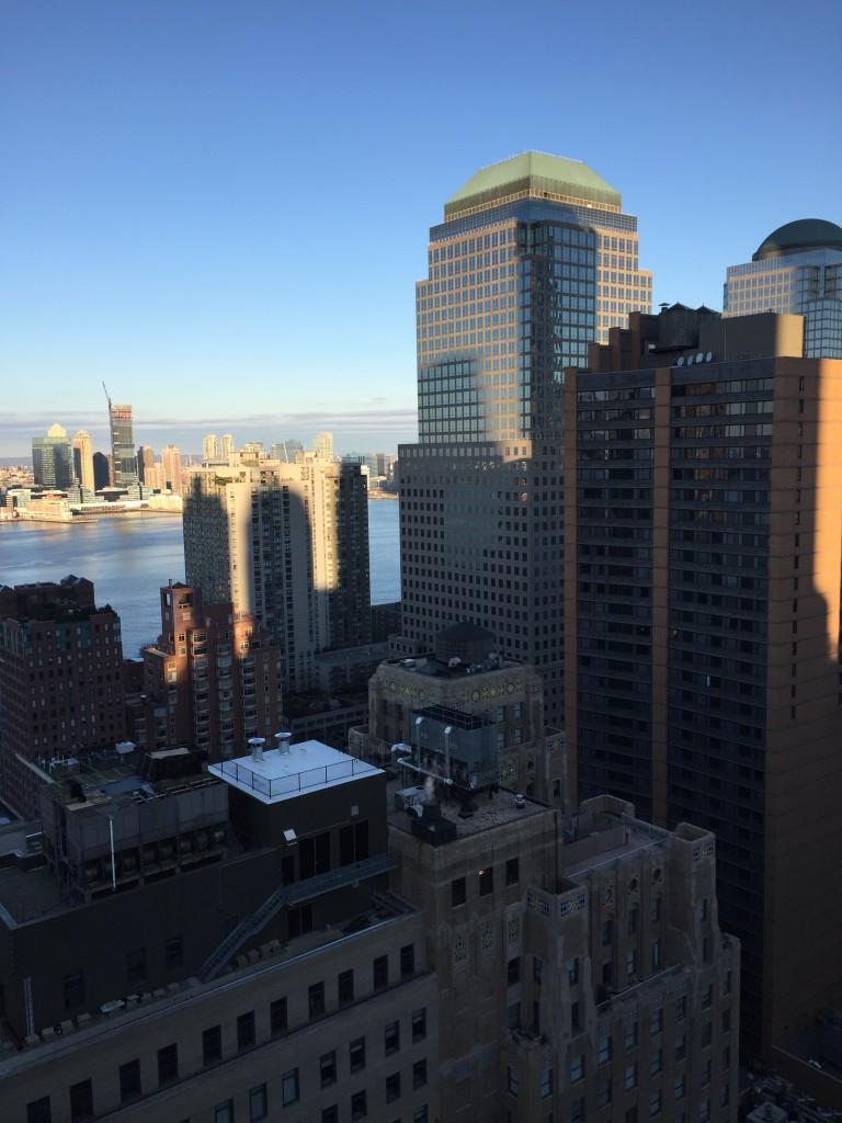 Auch aus dem 36. Stock schaut man noch gegen die Fassaden der Wolkenkratzer.